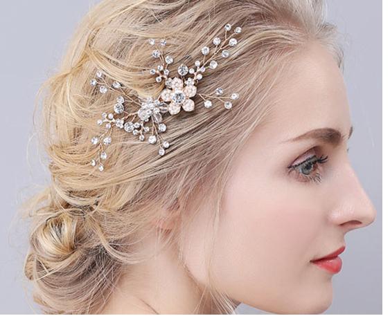 Une belle coiffe de mariée pour orner votre jolie tête