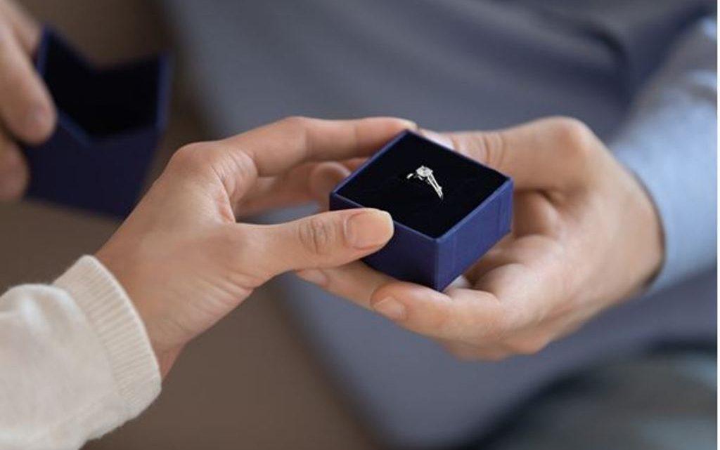 Quel type d'or choisir pour une bague de fiançailles ?